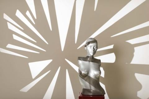 ALQUILER de: fondos sin fin de papel varios colores, fondos pintados artesanalmente y proyectores de formas, películas y geles, para uso dentro del Estudio de fotografía.